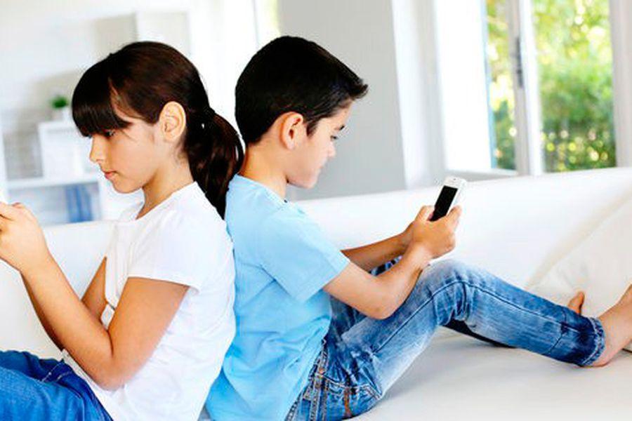 USO MOVIL ADOLESCENTES